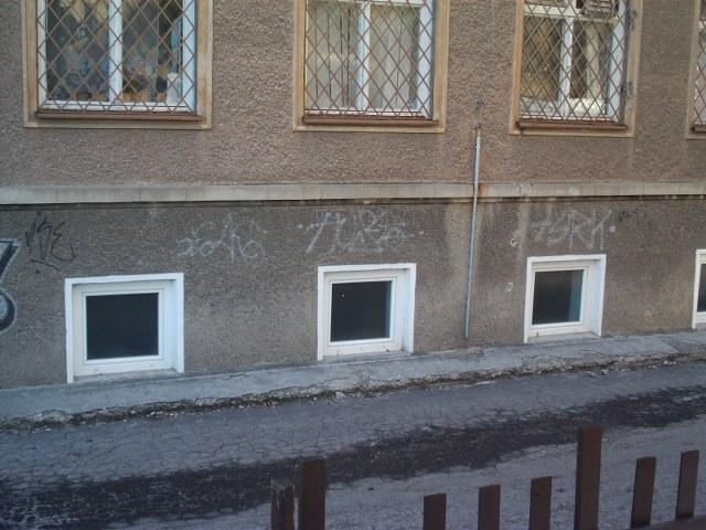 Odstránenie graffiti zplochy ošetrenej antigraffiti Prievidza